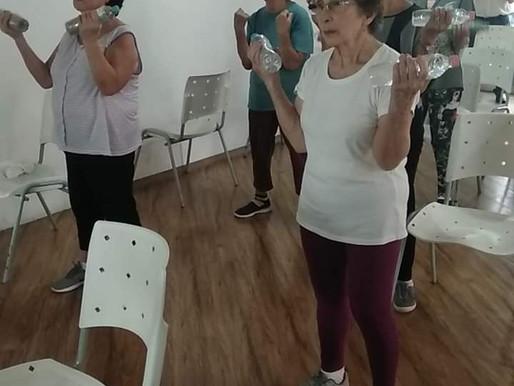 Dança e atividades físicas ajudam idosos a  manter coordenação motora e força muscular