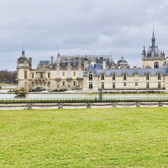 Lumière de vitrail : Chantilly, la Renaissance et l'Amour.
