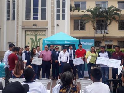 Emprendedores jóvenes recibieron créditos productivos de BANECUADOR
