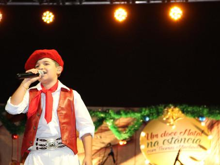 Thomas Machado encanta com show de Natal