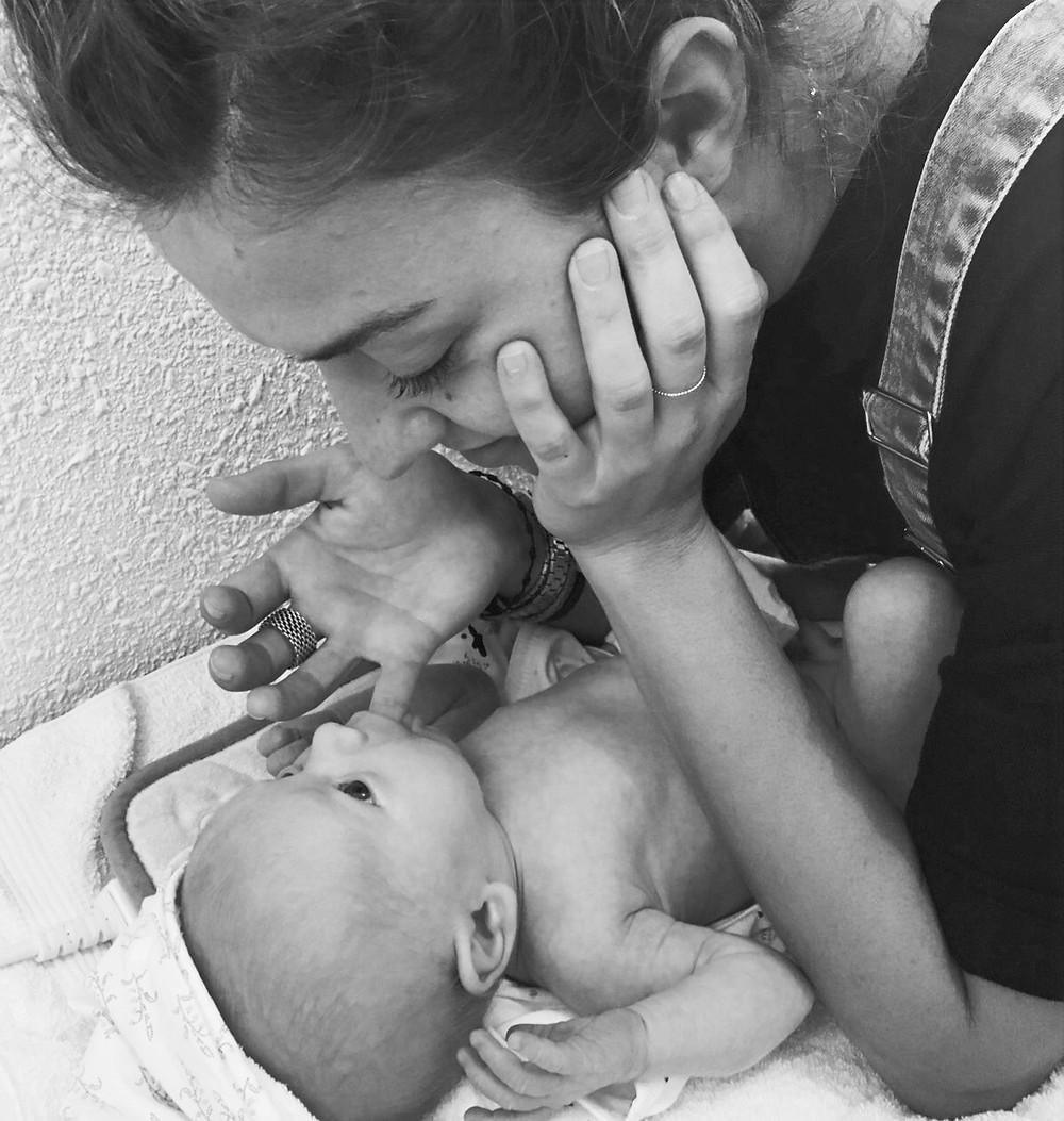 La succion un reflexe, un besoin vital du nouveau né. Mais aussi un interêt dans le développement de son visage