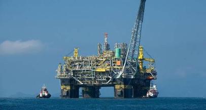 A Petrobras pode praticar um preço de gasolina desvinculado do preço em dólar do barril de petróleo?