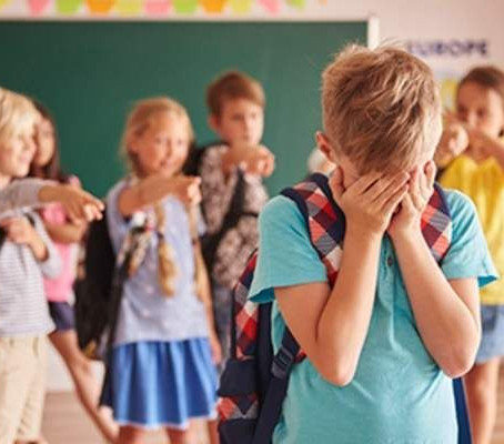 O educatie eficienta antibullying incepe de la clasele primare?