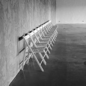 Hocker oder Sessel? Durch Irritation Ängste besprechbar machen - ein Beispiel aus der Krankenpflege