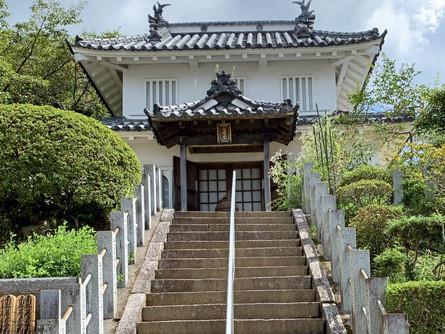 真浄寺と八幡台櫓