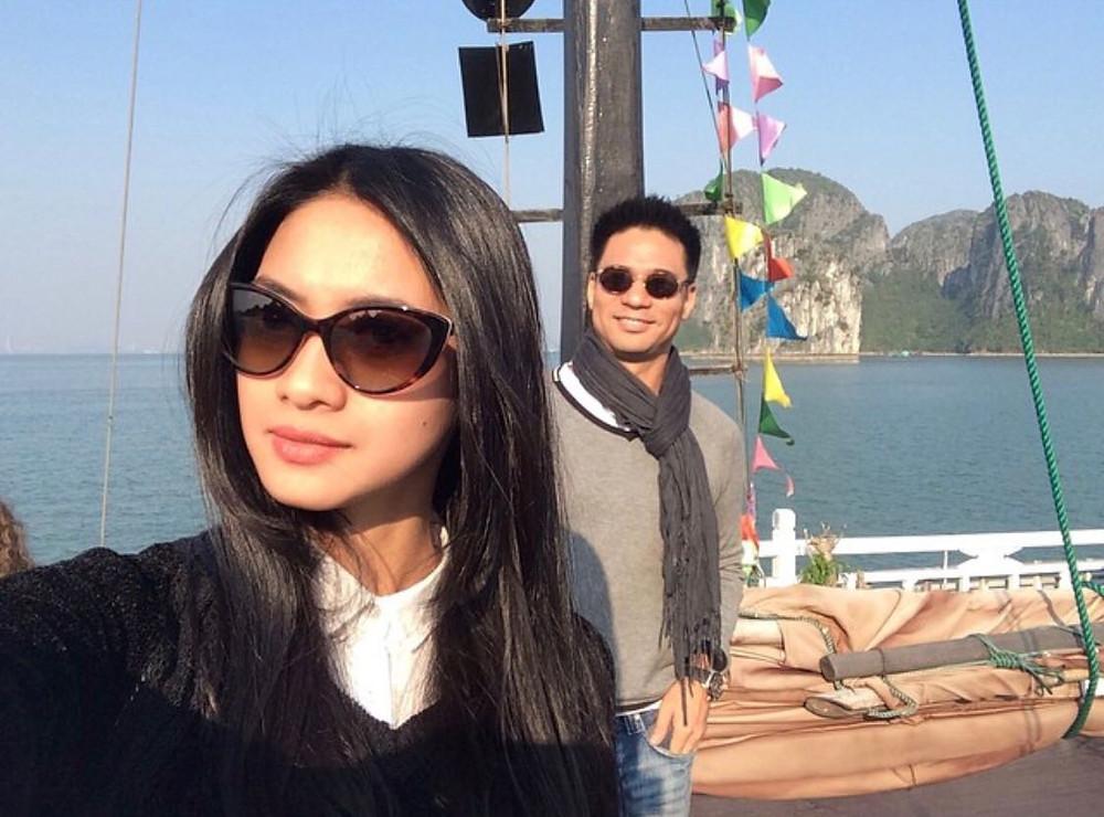 Rini Yulianti dan Michael Ha naik perahu di Halong Bay, Vietnam.  #RiniBabyJourney #jurnalRIN