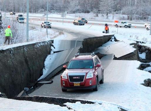Fuerte terremoto de magnitud 7,8 sacudió  Alaska