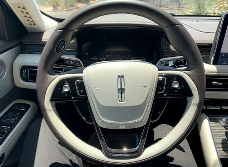What makes the Lincoln steering wheel design amazing?
