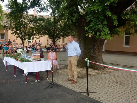 Nemcsak korszerűbb lett, szebb is- átadták a felújított iskolát Szegváron (2019.)