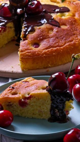 Ukusni kolač s kefirom i trešnjama