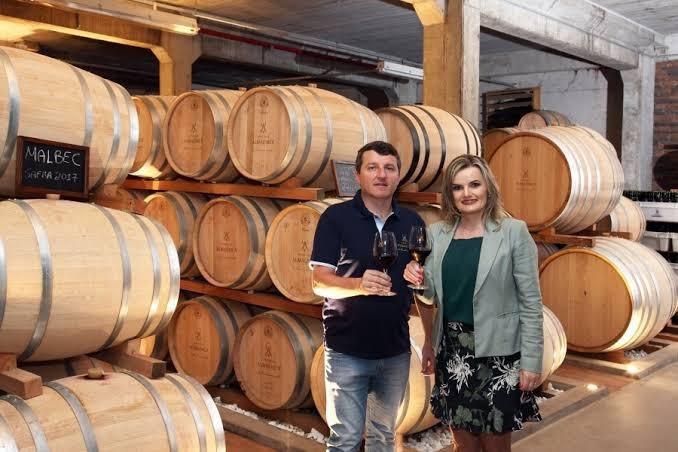 Márcio e sua irmã, Magda, fundadores da vinícola Almaúnica