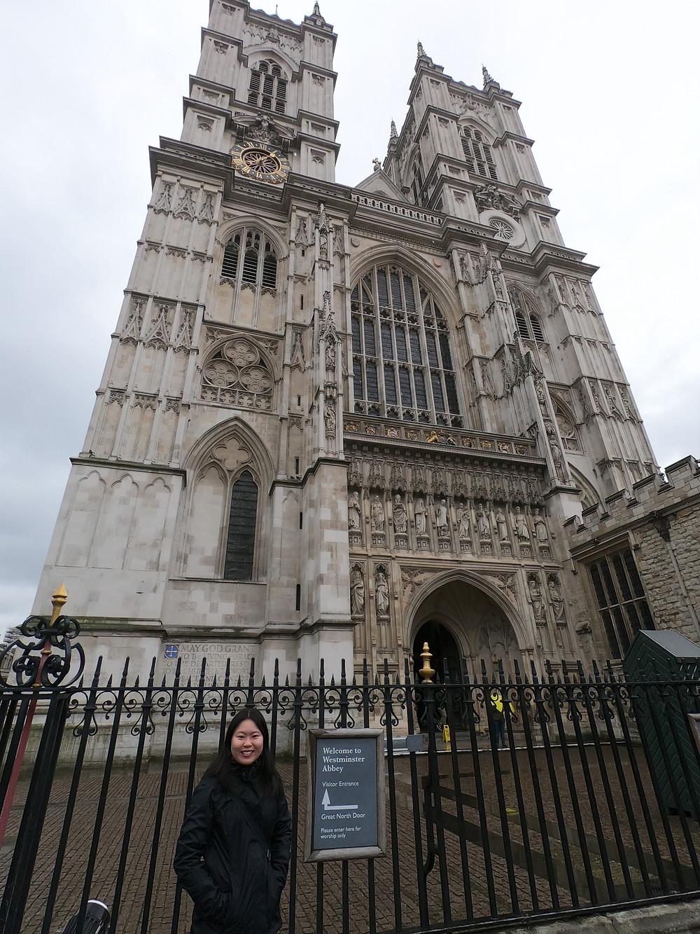 Westminster Abbey. Fachada da Abadia de Westminster com a estátua de 10 mártires modernos, dentre eles, Martin Luther King e Maximiliano Kolbe.