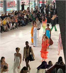 This show was made for me! Dreaming with all this colors together. And of course this orange dress 😭🍊