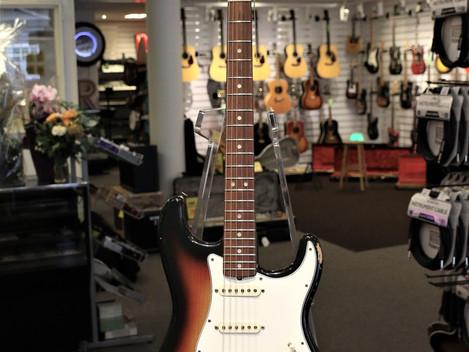 Orginal 1967 Fender Stratocaster Sunburst med orginalcase, 129999:-