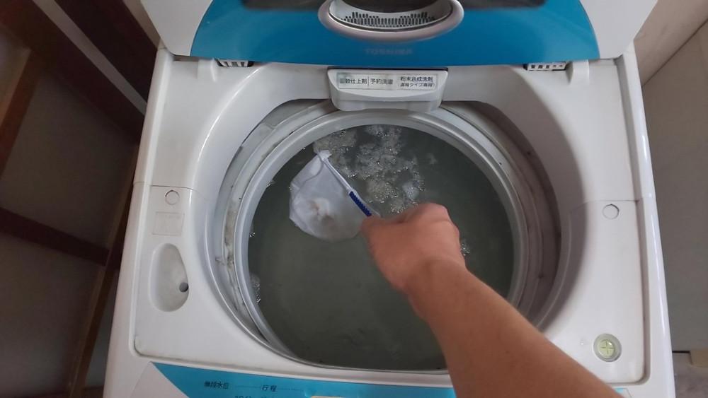 見た目はきれいな洗濯槽であっても、黒カビが沢山出てきます