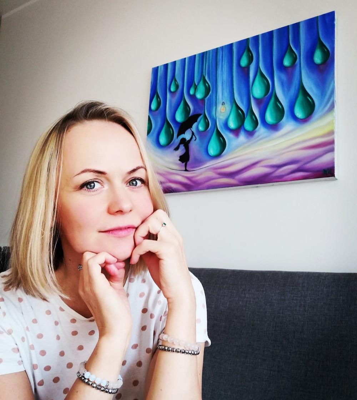 Raili Mühlbach with painting