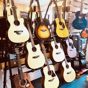 Auswahl Westerngitarren mit Cort