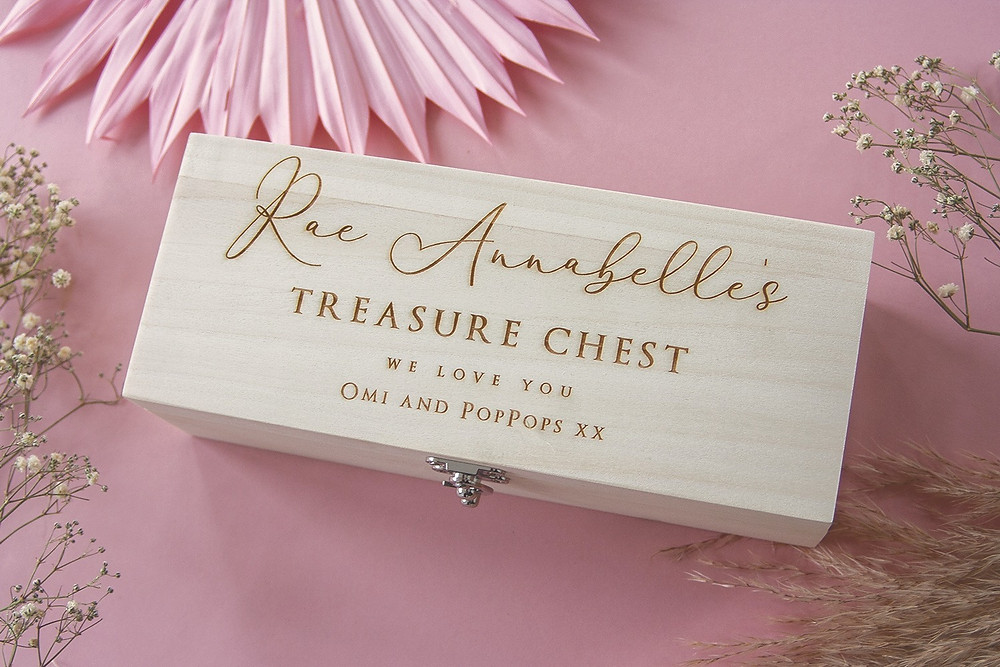 https://www.adamapple.co.uk/product-page/luxury-3-compartment-personalised-wooden-box-script