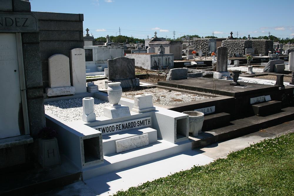 New Orleans tomb repair, cemetery restoration, tomb restoration, cemetery repair, grave cleaning painting renovation