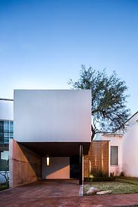 Casa YY. Cubo Rojo Arquitectura