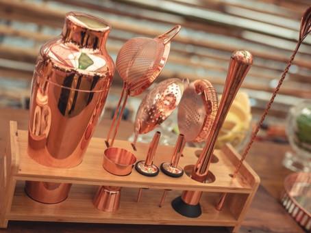 Acessórios e utensílios essenciais para preparar bons drinks