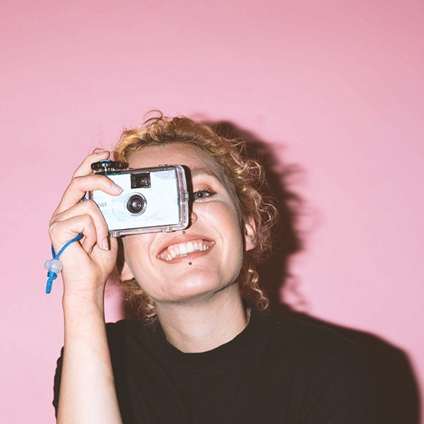 Dana Flügel holding a camera in front of her face
