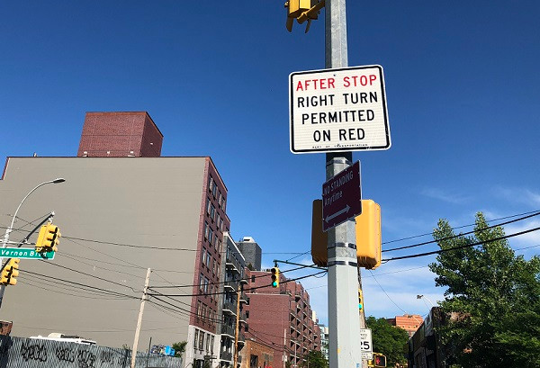 right turn permitted on red in New York