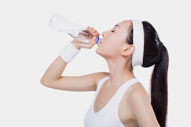 woman doing sport and drinking water