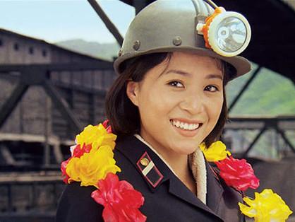 """""""A camarada Kim irá voar"""" (filme norte coreano legendado e completo)"""