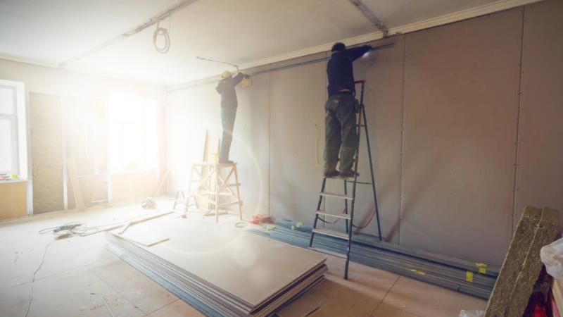 Reforma integral de oficinas con cambios de paredes.