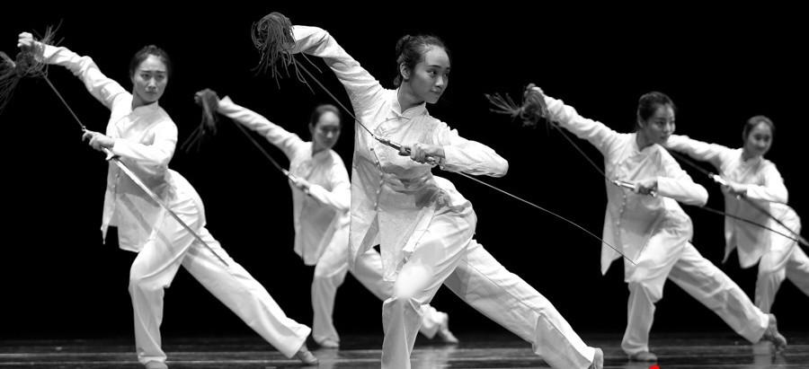 """北京舞蹈学院""""剑舞""""教学成果汇报演出《研剑习舞》"""
