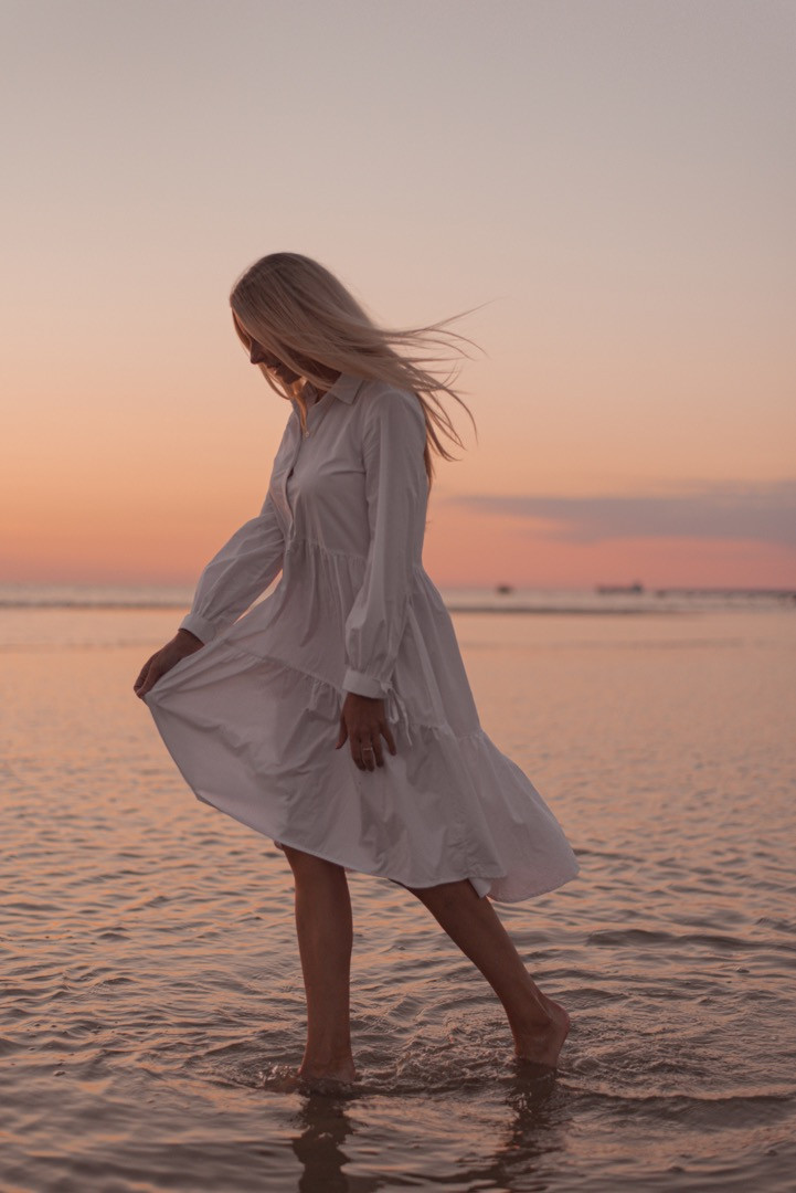Photo session with a girl in a white dress at the beach with the sunset in Tallinn