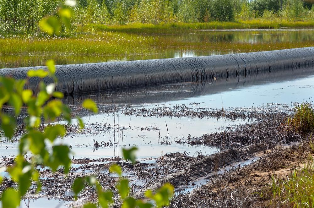 pipeline oil , fuite , riviere , pollution