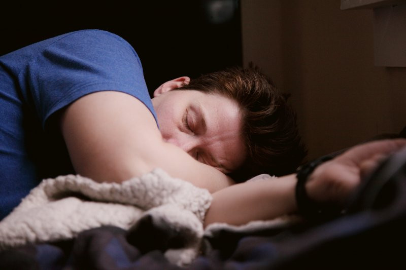 woman-sleeping-depicting-REM-and-NREM-sleep