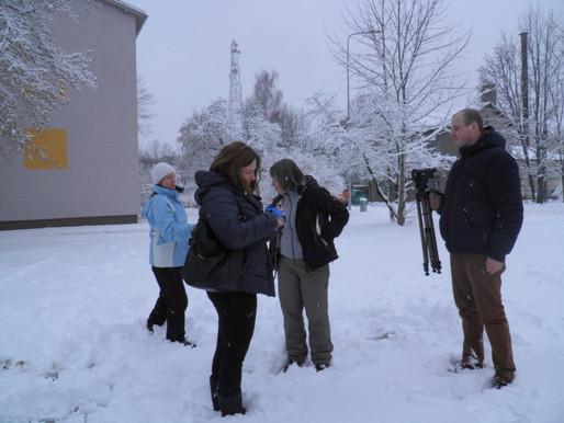 Rokam sniegu, lai tiktu pie zemes!