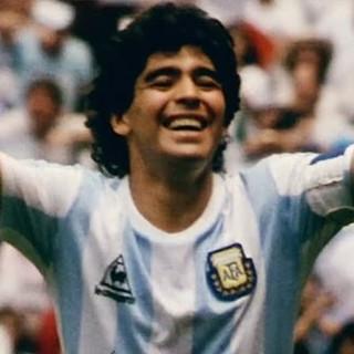 """ENQUANTO TENTAM REDUZIR MARADONA AO """"PÓ"""", O ARGENTINO CONFIRMA A SUA IMORTALIDADE..."""