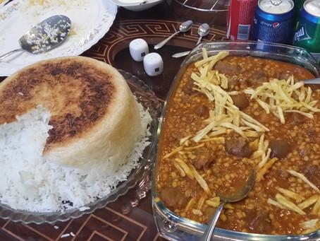 鍋をひっくり返したライスケーキ。イラン人もお米のおこげが大好きです。