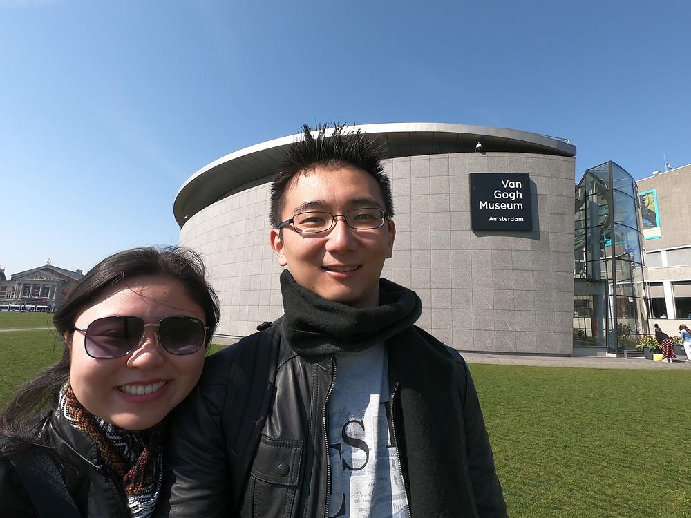 Entrada do Museu Van Gogh. Fotografias não são permitidas dentro do museu (exceto em áreas especificamente demarcadas).