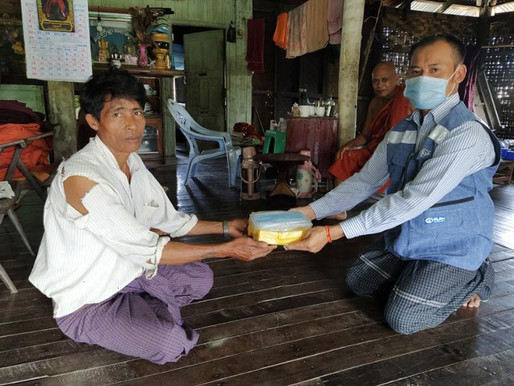 MSWRR provides soap bars, face masks for IDPs in Sittway amid COVID-19