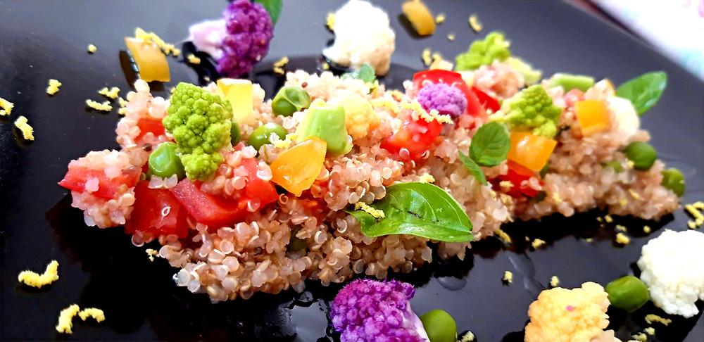Insalata di Quinoa con avocado e verdure
