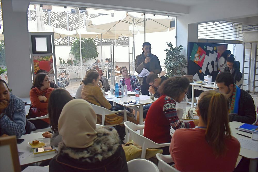 ناقش مشاركون من مختلف الثقافات موضوع مرضى السرطان بين المعاناة الصحية والنظرة المجتميعة خلال مقهى اللغة العربية