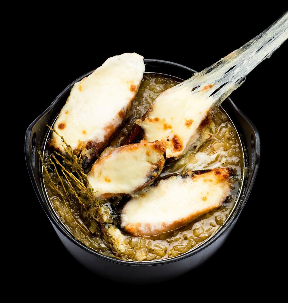 svogūnų sriuba su mocarela, idėja pietums, receptai, karšti, Alfas Ivanauskas