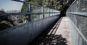 「城跡への橋」
