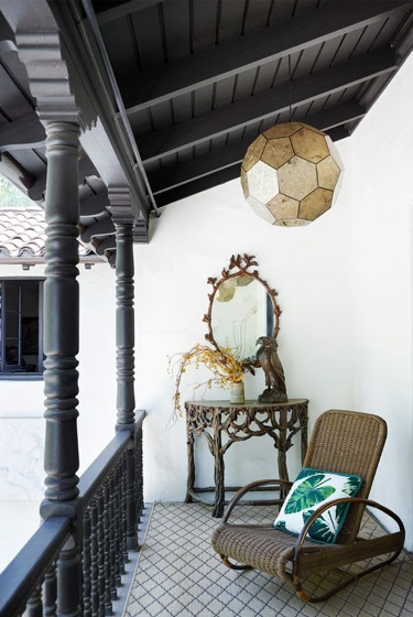 Are you aiming to create a killer impression with your entryway balcony? Then, try setting up a little console table for having relishing moments outside regularly. You can also incorporate a boho rocking chair.