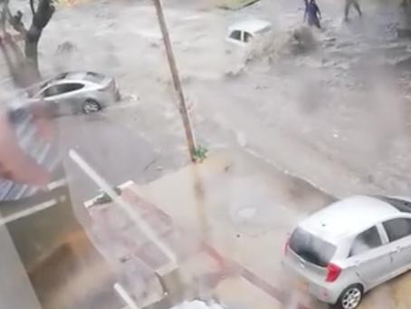 Arroyo de la 85 arrastra cuatro carros en el barrio Altos de San Vicente