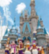Castle_Day_DisneyCharacters1.jpg