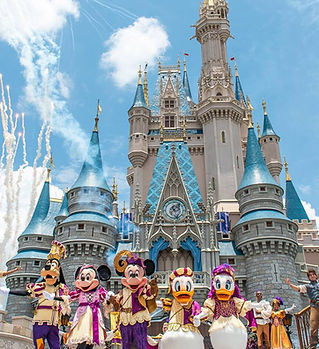 Castle_Day_DisneyCharacters1.jpg