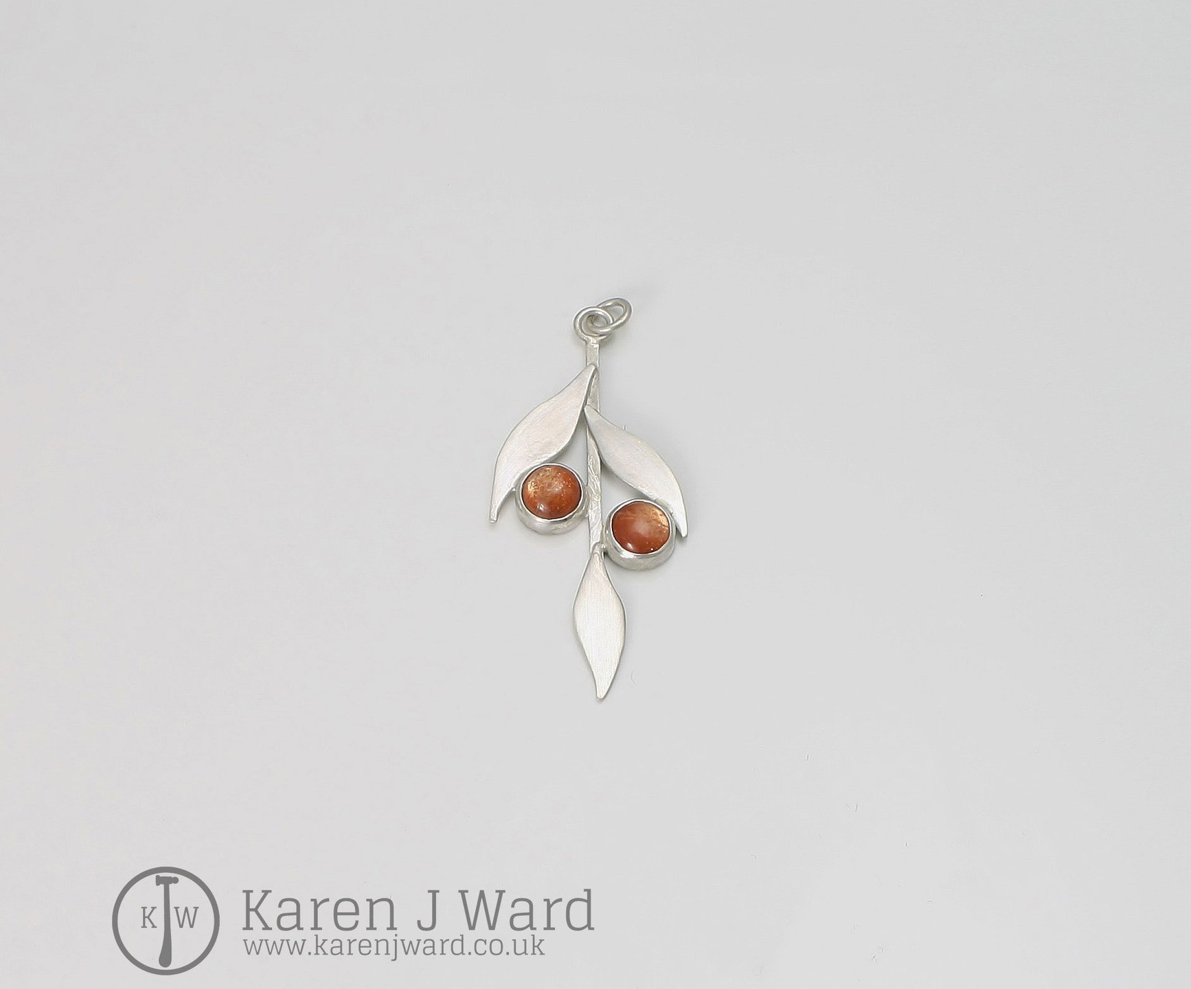 SUNSTONE AND STERLING SILVER LITTLE USED BUT STUNNING STONE