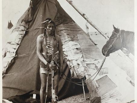 幾何学的構図の中のインディアン