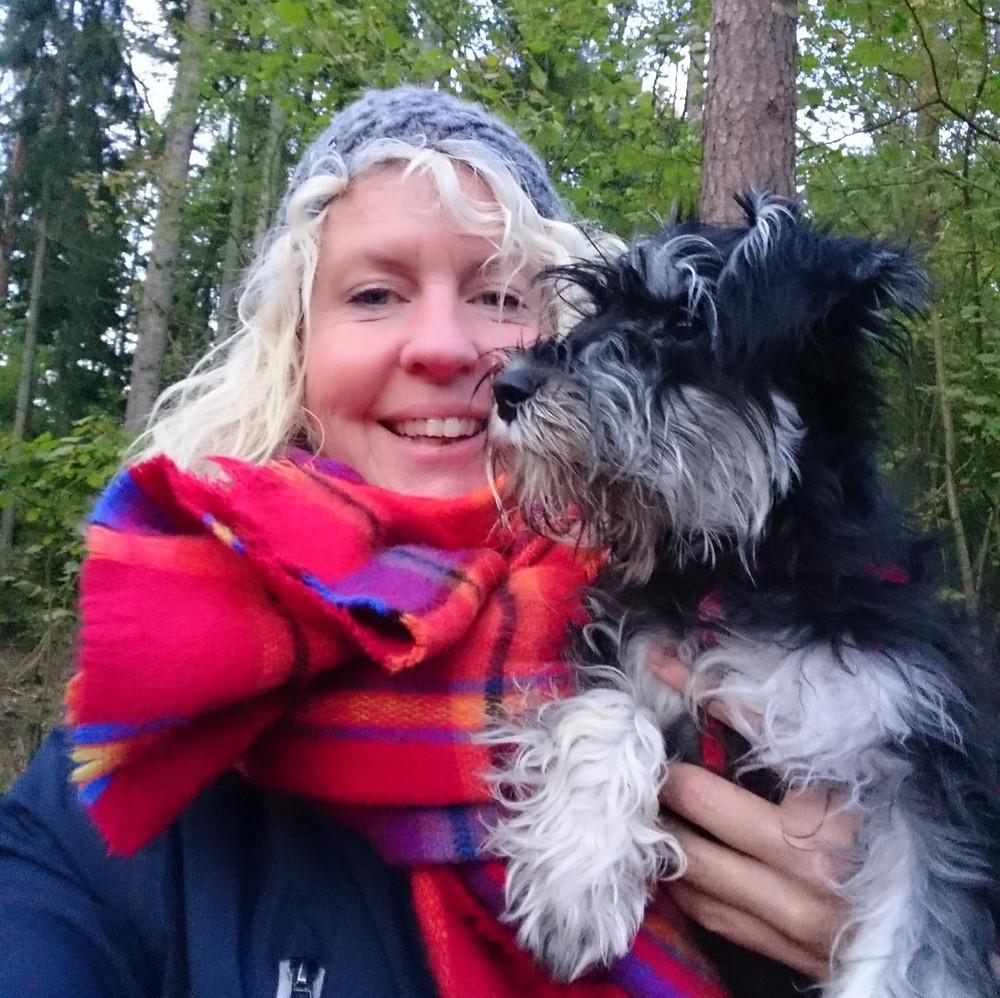 Maria och hunden Helga